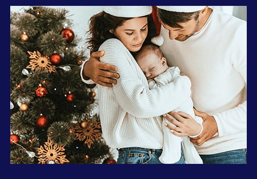 Ehepaar mit einem Baby: Weihnachtsgeld in Elternzeit