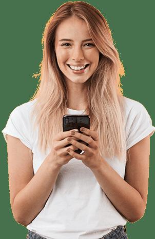 Frau checkt Ihr vyble® Profil