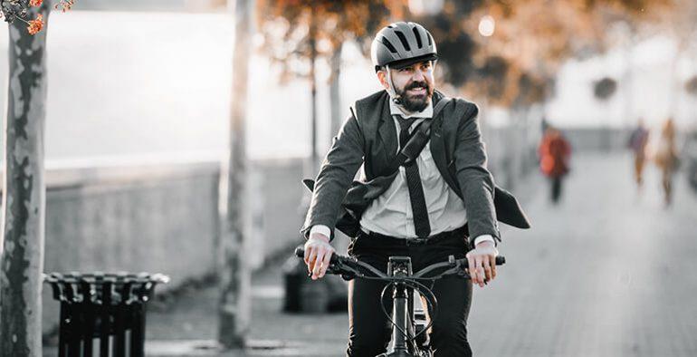 vyble_e-mobilitaet_e_bike_mann_auf_jobbike